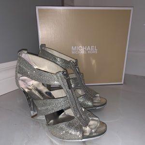 MICHAEL KORS Berkley T Strap Silver glitter sandal